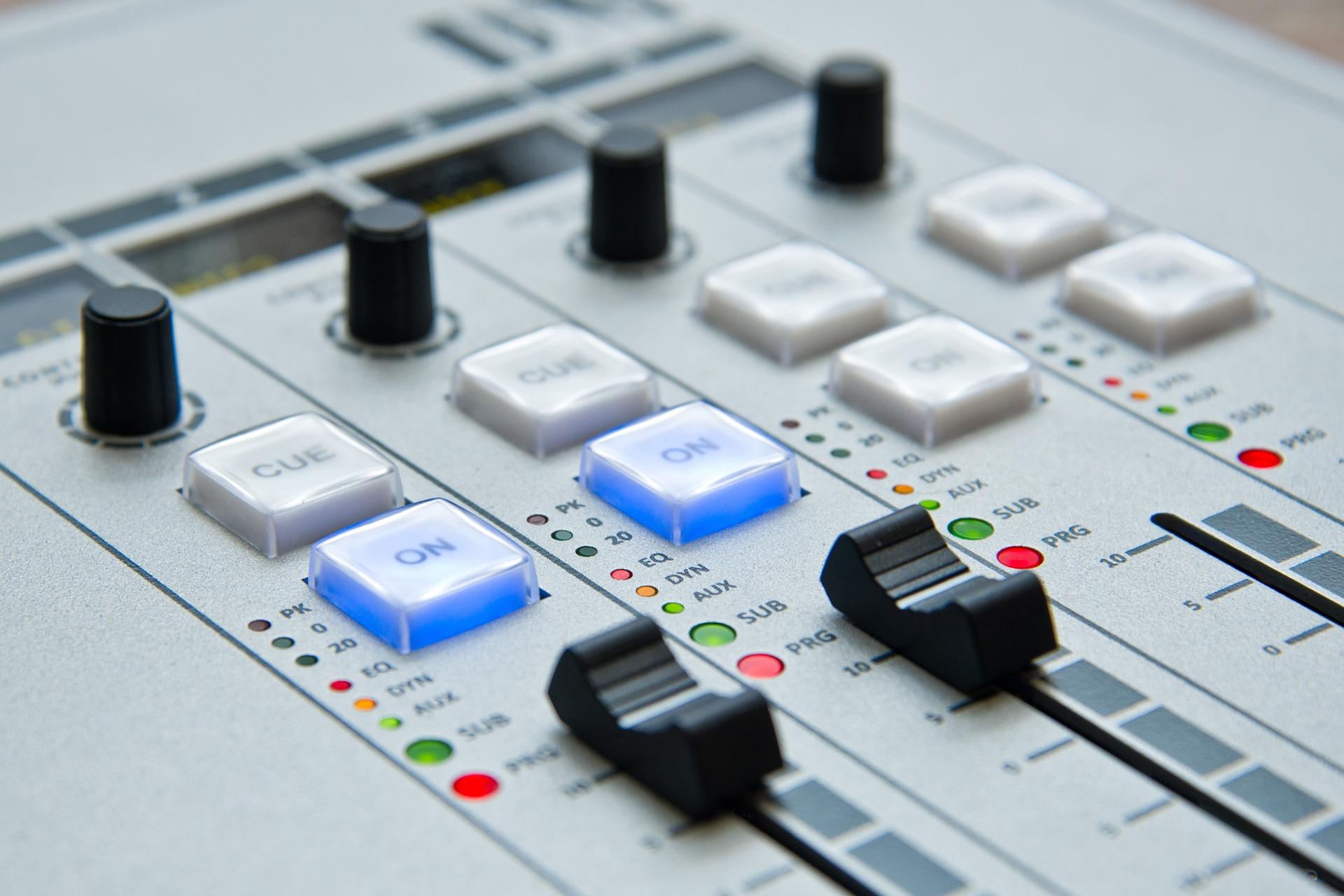 radio-1475055_1920